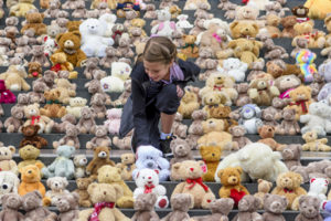 EDITORIAL USE ONLY Ashlyn, aged 11, from Canada looks at 700 teddy bears, which have been placed on the steps of St PaulÕs Cathedral in London, by international aid agency World Vision UK to represent the 700 children per week that flee conflict in South Sudan by crossing the border into Uganda. PRESS ASSOCIATION Photo. Picture date: Thursday July 27, 2017. UgandaÕs vast refugee settlements, including Bidi Bidi Ð the worldÕs largest Ð are providing sanctuary to over half a million boys and girls fleeing the brutal civil war in South Sudan. Now only six years old, South Sudan (northeastern Africa) is the youngest and most fragile state in the world. Civil war, which broke out in December 2013, has meant torture, rape and mass-slaughter. Photo credit should read: Matt Crossick/PA Wire
